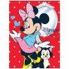 Maxiflísová deka Minnie Mouse - Disney- s obrázkem oblíbené myšky parádnice na červeném podkladu. Je vyrobená z příjemného, měkoučkého a hřejivého fleece. Tato deka má široké uplatnění po celý rok.Můžete se jí zakrýt kdyžvám bude chladno, nebo ji můžete použít jako přehoz přes postel. Její rozměryjsou150 x 200 cm.